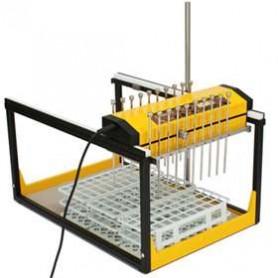 Collecteur de fractions et échantillonneur OMNICOLL, avec prise de 2x10 échantillons simultanément dans le cas de portoirs pour des tubes de 20 mm de diamètre